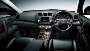 Toyota Kluger Interior